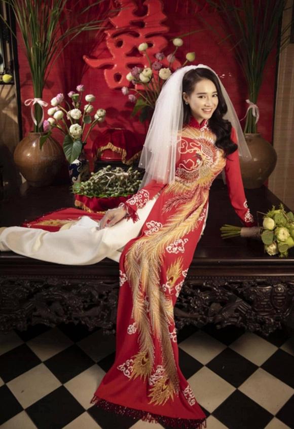 39.Nhã Phương đốn tim người hâm mộ khi khoác lên mình chiếc áo cô dâu