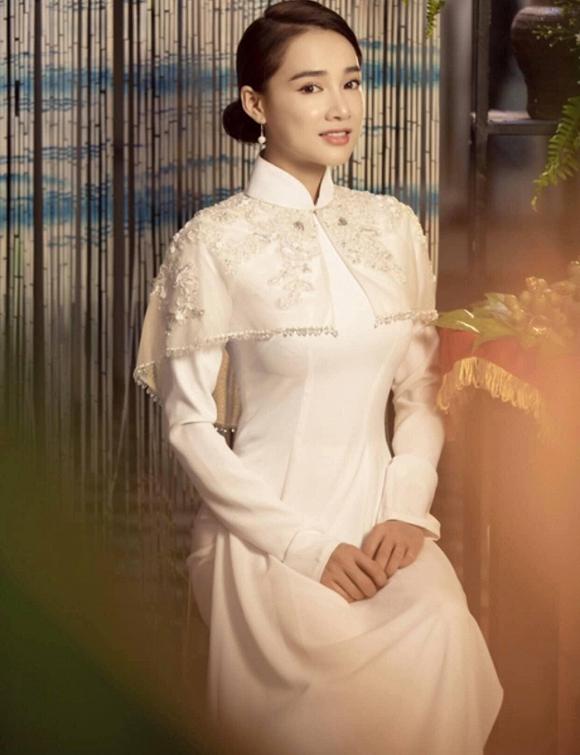 39.Nhã Phương đốn tim người hâm mộ khi khoác lên mình chiếc áo cô dâu3