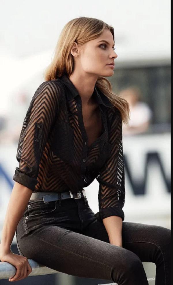 4.Cách tránh phản cảm khi mặc áo xuyên thấu đi làm1.jpg