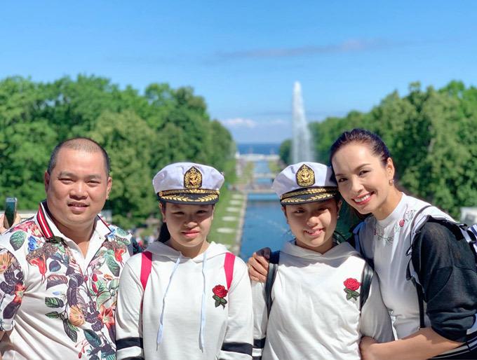 4.Thúy Hạnh - Minh Khang đưa hai con thăm nước Nga