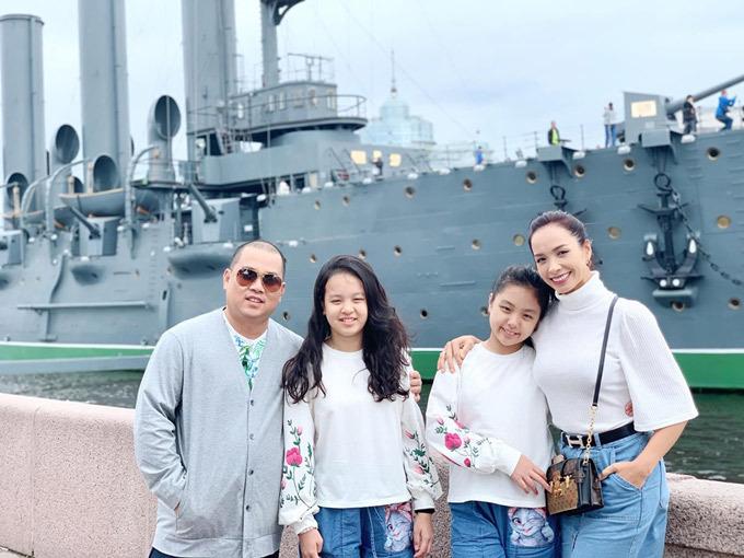 4.Thúy Hạnh - Minh Khang đưa hai con thăm nước Nga1