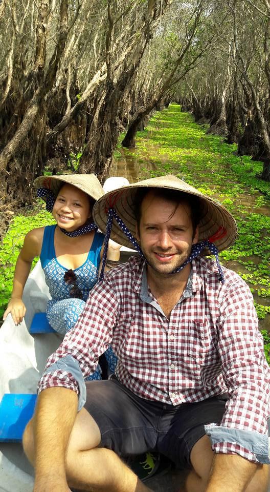 Vợ Việt chồng Tây cùng mê sông nước_NVCC