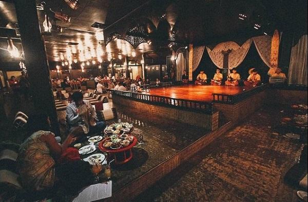 6. ăn bốc kiểu hoàng gia ở Thái