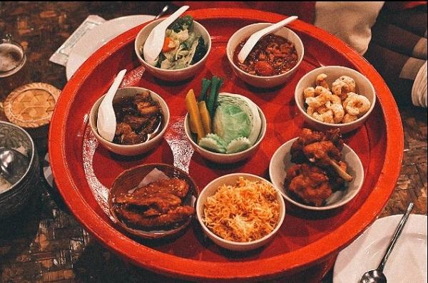 6. ăn bốc kiểu hoàng gia ở Thái2