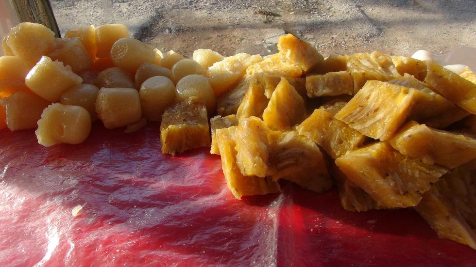 Bánh chuối, bánh bò - Ảnh: MINH TÂM