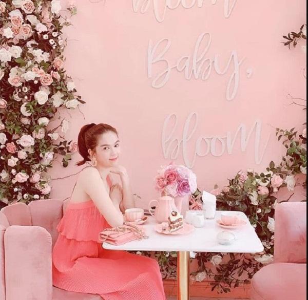 6.Bộ sưu tập hàng hiệu toàn màu hồng của Ngọc Trinh11