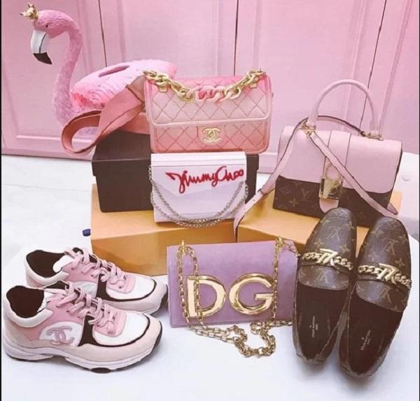 6.Bộ sưu tập hàng hiệu toàn màu hồng của Ngọc Trinh5