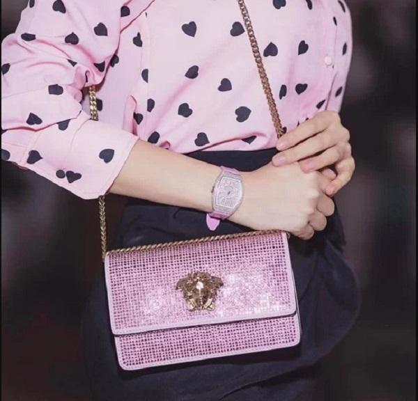 6.Bộ sưu tập hàng hiệu toàn màu hồng của Ngọc Trinh8