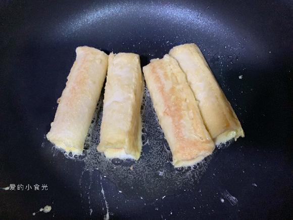 9.Bữa sáng tuyệt ngon với món bánh mì phô mai cuộn xúc xích7