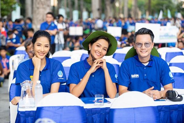 H'Hen Nie & Hoang Thuy, Dai su chien dich Mua he xanh (25)