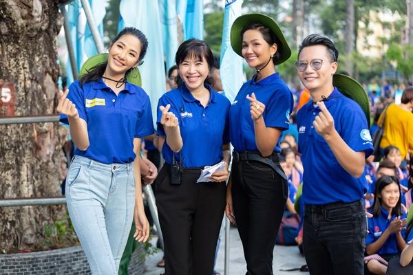 H'Hen Nie & Hoang Thuy, Dai su chien dich Mua he xanh (27)