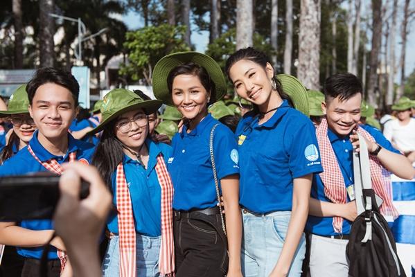 H'Hen Nie & Hoang Thuy, Dai su chien dich Mua he xanh (3)