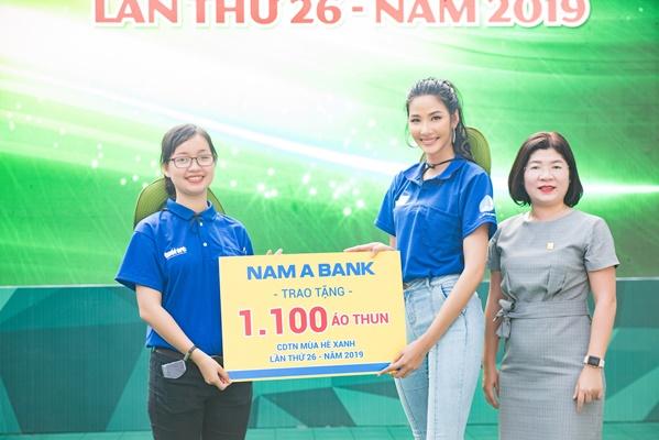H'Hen Nie & Hoang Thuy, Dai su chien dich Mua he xanh (6)