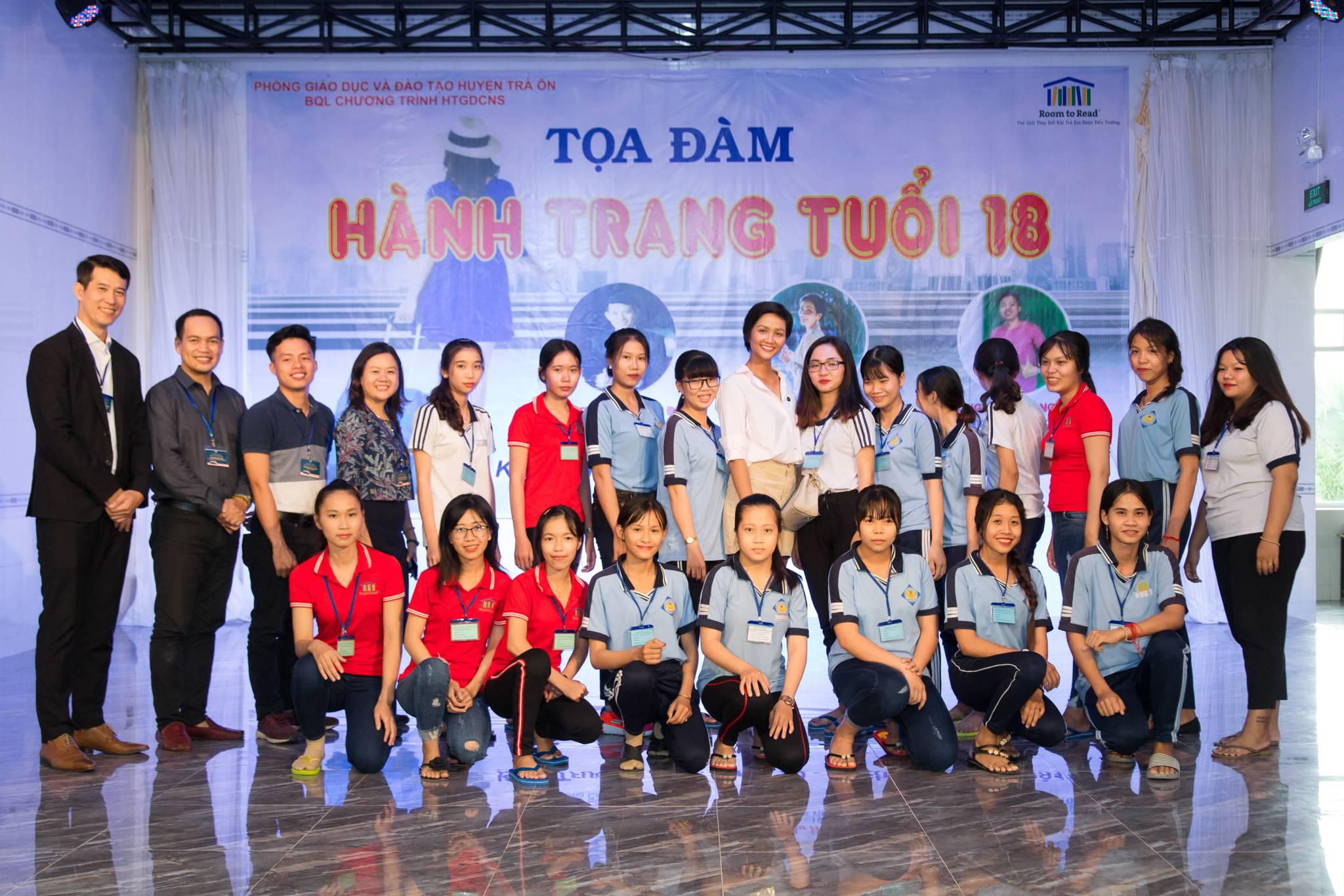 Hoa hau HHen Nie_Room To Read (16)