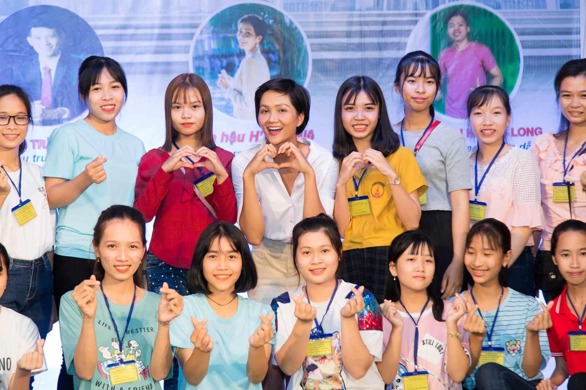 Hoa hau HHen Nie_Room To Read (22)