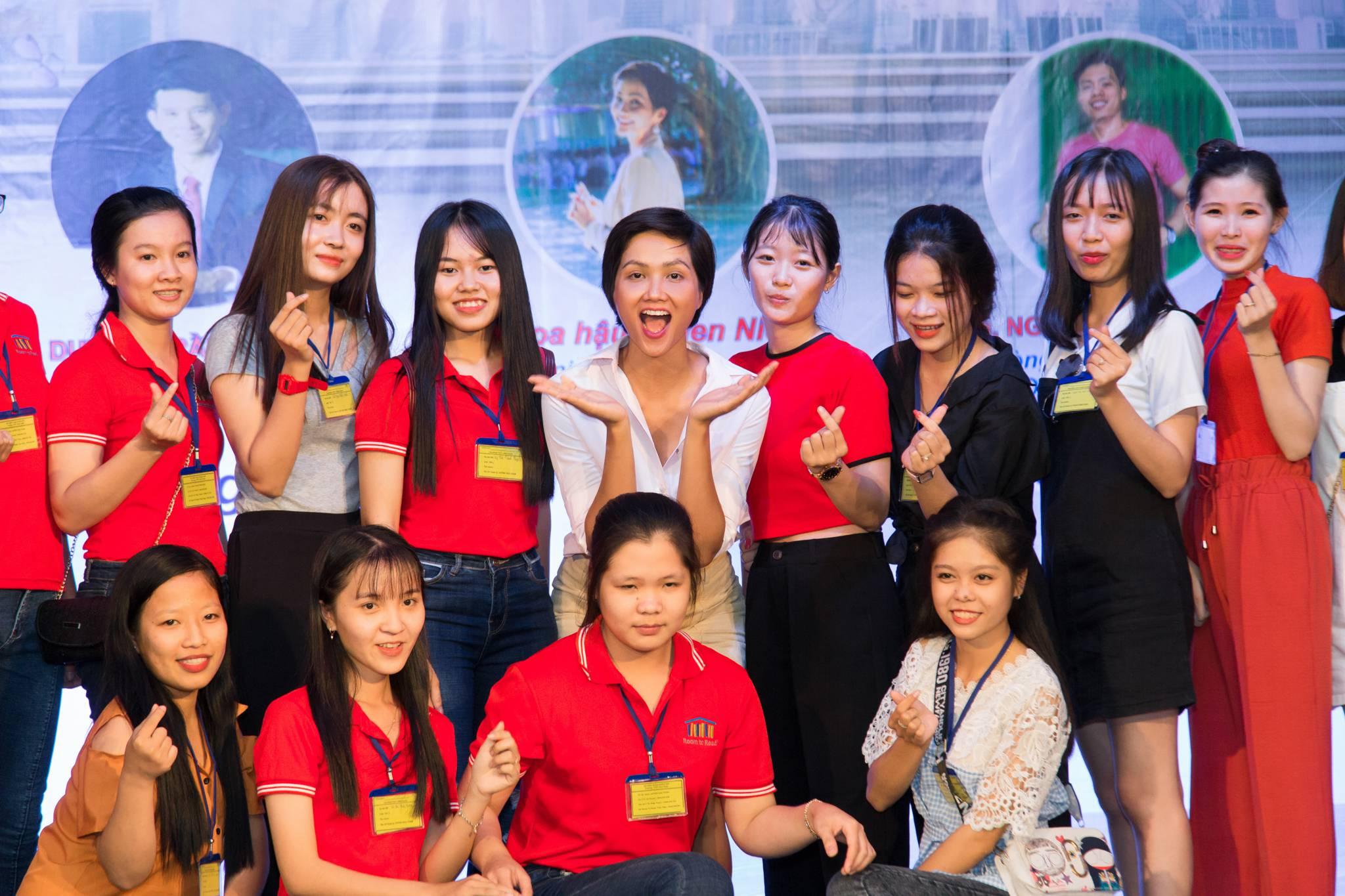 Hoa hau HHen Nie_Room To Read (26)