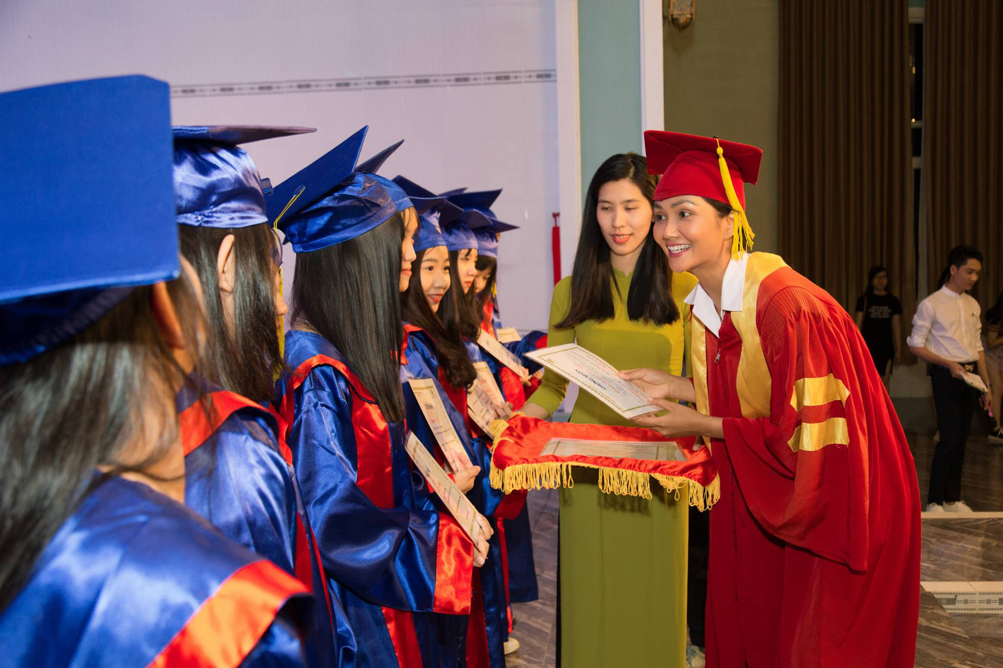 Hoa hau HHen Nie_Room To Read (52)