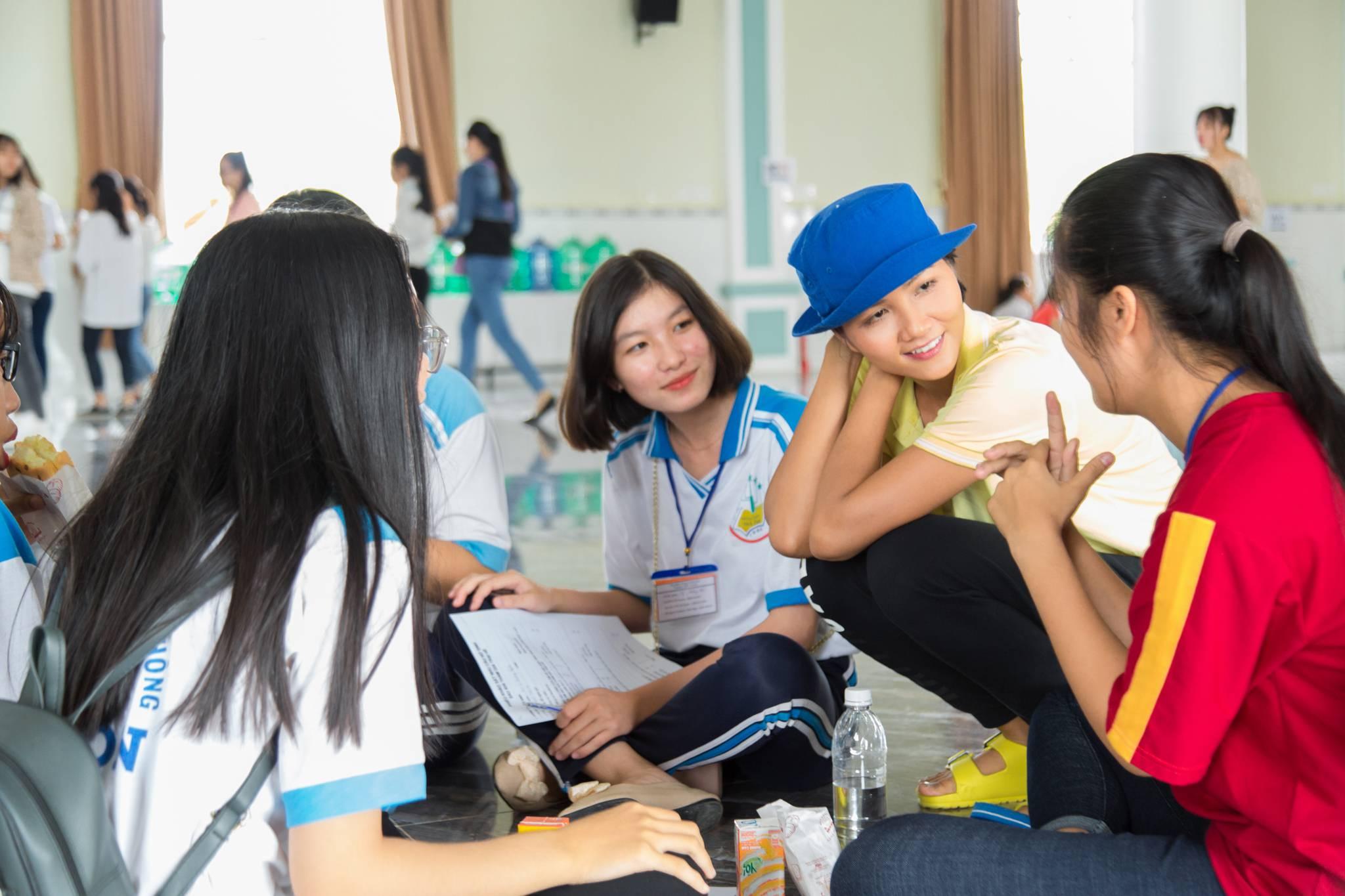 Hoa hau HHen Nie_Room To Read (90)