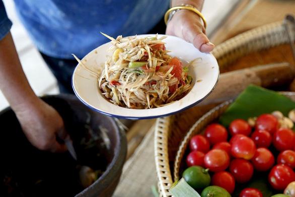 Gỏi đu đủ, món ăn nổi tiếng ở Thái Lan, chỉ mới được phổ biến rộng rãi ở Bangkok tầm 30 năm trở lại đây - Ảnh: Bangkok Post
