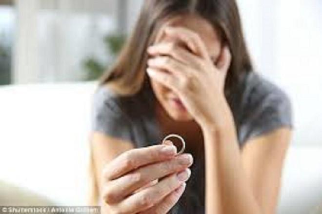Những đổ vỡ trong hôn nhân ở thời hiện đại, khiến nhiều bạn trẻ mất niềm tin vào hạnh phúc gia đình_SHUTTERSTOCK