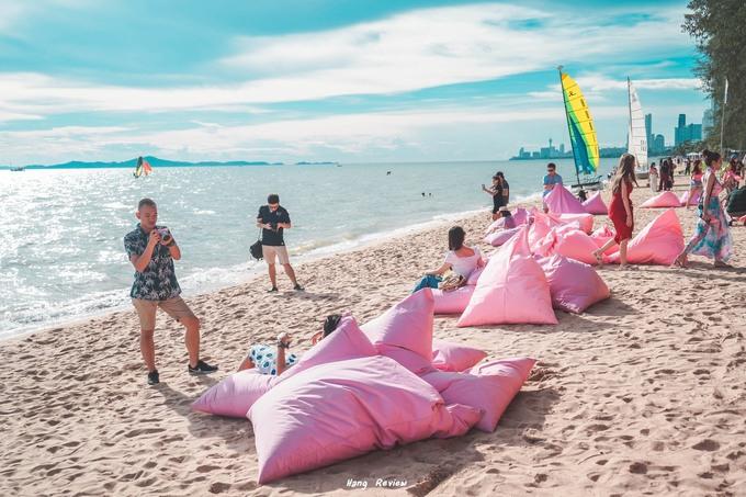 Quán bar màu hồng sát bờ biển Pattaya làm say lòng phái nữ1