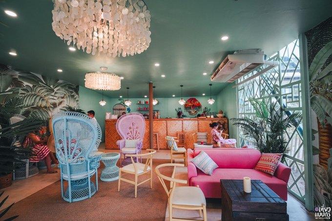 Quán bar màu hồng sát bờ biển Pattaya làm say lòng phái nữ4
