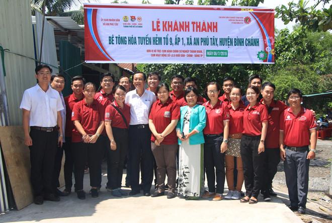 Lễ khởi công tuyến hẻm bê tông tại tổ 9, ấp 1, xã An Phú Tây, H.Bình Chánh, với tổng kinh phí hơn 80 triệu đồng