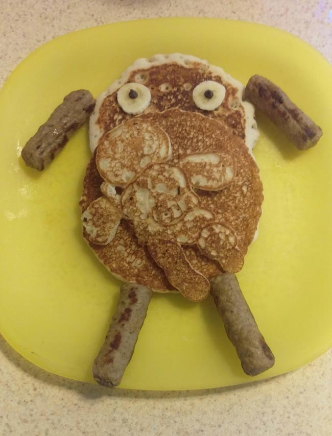 5. Có vẻ chiếc bánh hình chú cừu này đã thất bại thảm hại