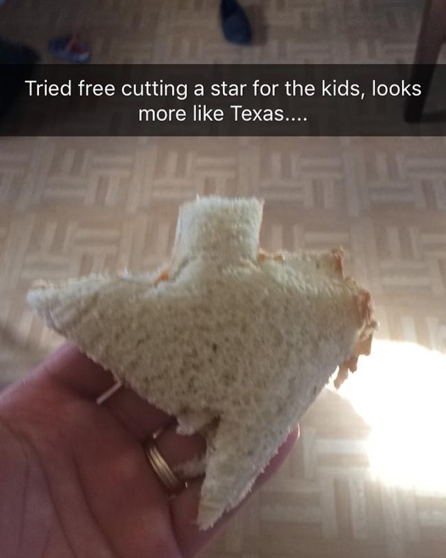 6. Khi bạn cố gắng cắt bánh mì hình ngôi sao cho con nhưng hoa tay lại có hạn