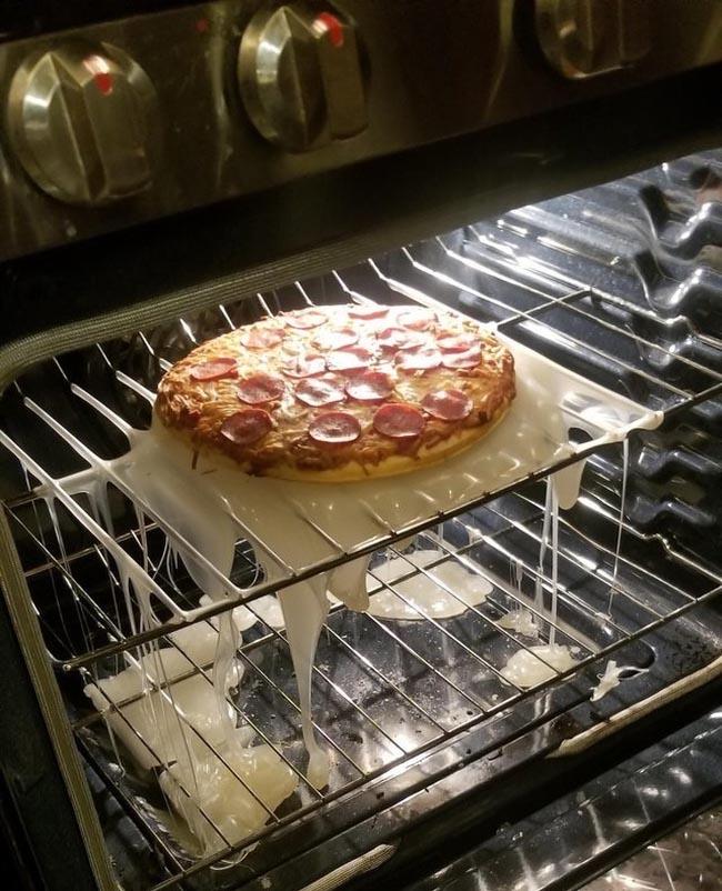 7. Thảm họa khi dùng thớt nhựa để nướng bánh pizza