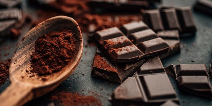 Một tách socola đen nóng giúp bạn tỉnh táo hơn.