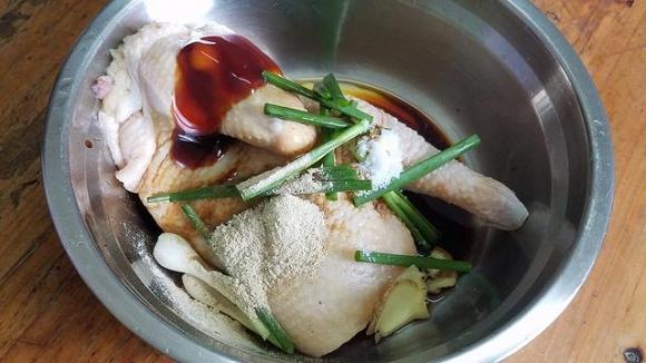 13.Cách làm món gà hấp vàng ươm, thơm ngon ngất ngây1