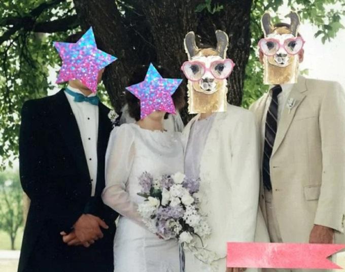 Bố mẹ chồng khiến cô dâu khóc thầm vì diện đồ như một cặp tân lang, tân nương tới dự đám cưới con trai.