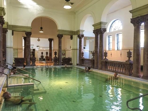 15. bể bơi đẹp như cung điện9
