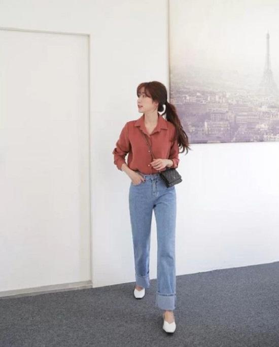 Giày đế thấp được nhiều nhà mốt tung ra thị trường để giúp phái đẹp công sở thỏa sức chọn phụ kiện tiện dụng khi đi làm.
