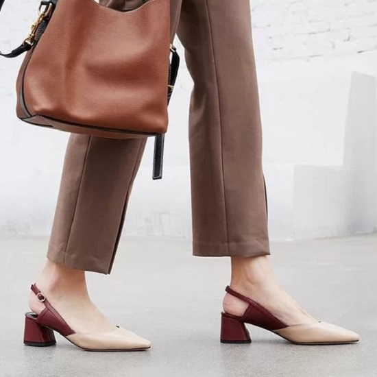 Giày da, mũi nhọn và có thiết kế phần đế cao tầm 2 cm đến 3 cm là sản phẩm khá thông dụng.
