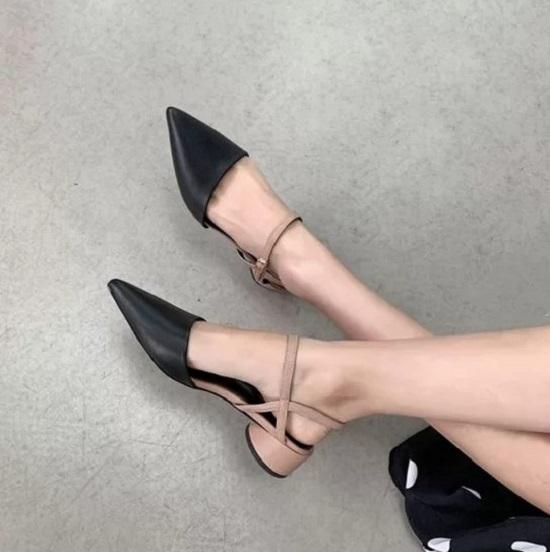 Sự phối hợp của thiết kế mũi nhọn, dây đan và đế thấp mang tới nhiều mẫu giày đề cao sự thoải mái, phù hợp với phái đẹp Sài Gòn, bởi thời tiết phương Nam có nét đặc trưng là nóng ẩm, mưa nhiều.