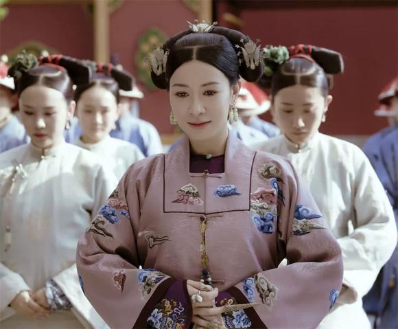 Năm 2018, danh tiếng của Xa Thi Mạn lên cao hơn sau vai Nhàn phi (Kế hoàng hậu) trong Diên Hi công lược