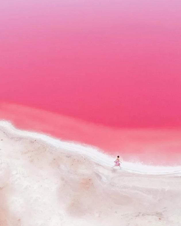 Hutt Lagoon lần đầu tiên được phát hiện bởi nhà thám hiểm George Gray, vào năm 1839 khi ông đi khai phá bờ biển phía Tây Australia.