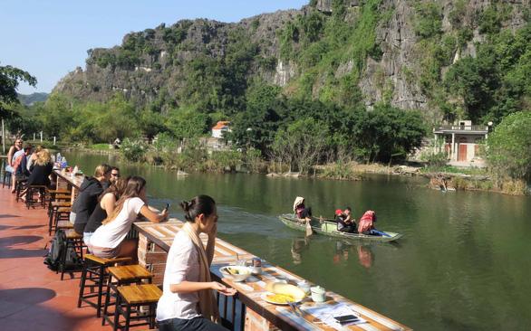 Du khách ở home stay với giá 6 USD/người/đêm bao ăn sáng tại Tam Cốc, Ninh Bình   Ảnh: T.T.D.