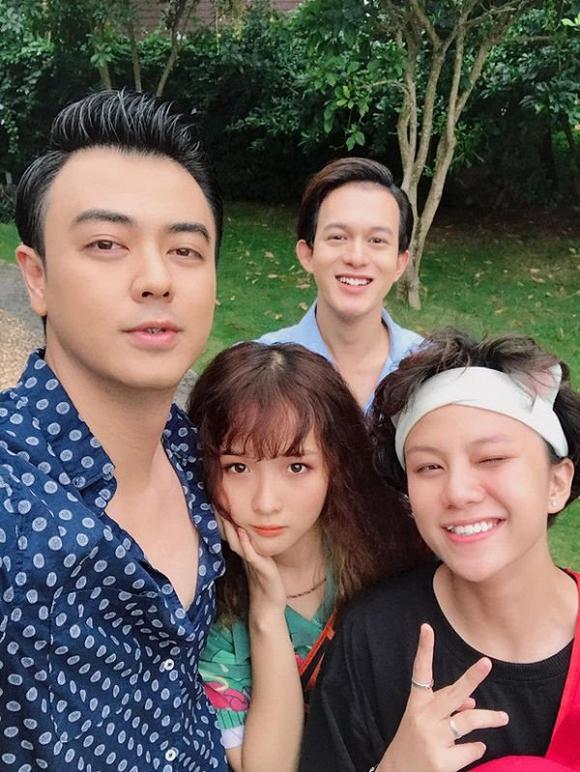 Dân mạng nghi ngờ cô gái chụp cùng Tuấn Tú, Quang Anh, Bảo Hân sẽ là người khiến tình cảm của Bảo dành cho Ánh Dương thay đổi.