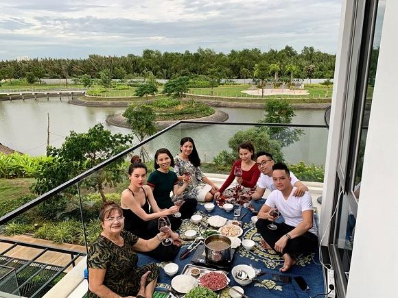Hồ Ngọc Hà dùng bữa tại nhà Cao Thái Sơn.