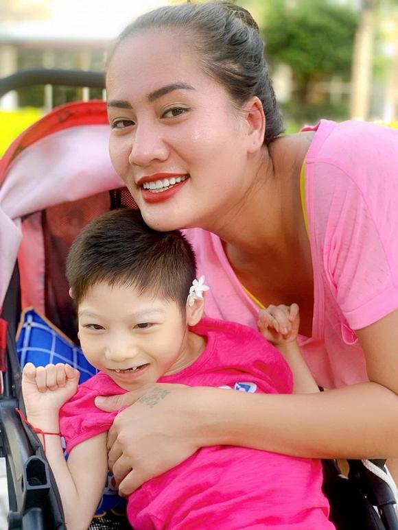 3.Diễn viên Minh Cúc 'Về nhà đi con' kể về hành động ấm áp của bạn trai với con gái riêng của mình khi đi du lịch10