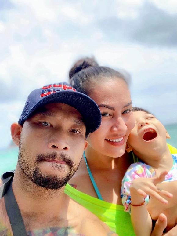 3.Diễn viên Minh Cúc 'Về nhà đi con' kể về hành động ấm áp của bạn trai với con gái riêng của mình khi đi du lịch14
