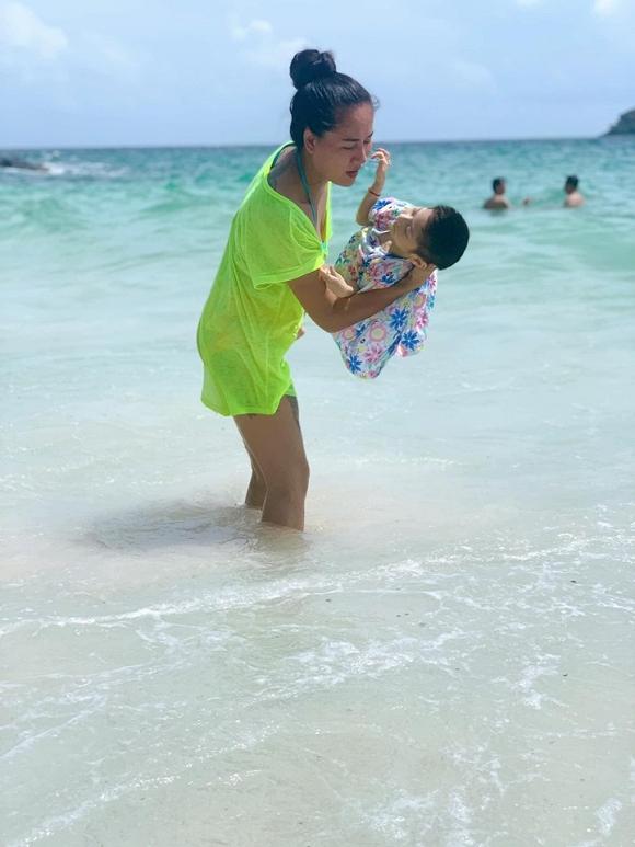 3.Diễn viên Minh Cúc 'Về nhà đi con' kể về hành động ấm áp của bạn trai với con gái riêng của mình khi đi du lịch3