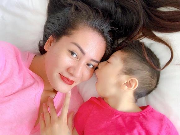 3.Diễn viên Minh Cúc 'Về nhà đi con' kể về hành động ấm áp của bạn trai với con gái riêng của mình khi đi du lịch9