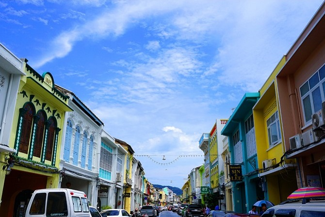 Phố cổ Phuket sau cơn mưa nhẹ