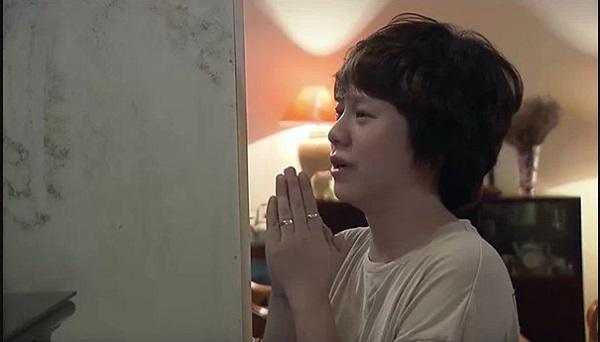Ánh Dương (Bảo Hân) cầu xin người mẹ đã khuất phù hộ cho bố ở tập 83.