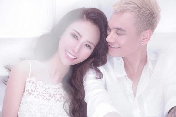 Ca sĩ Khắc Việt và vợ