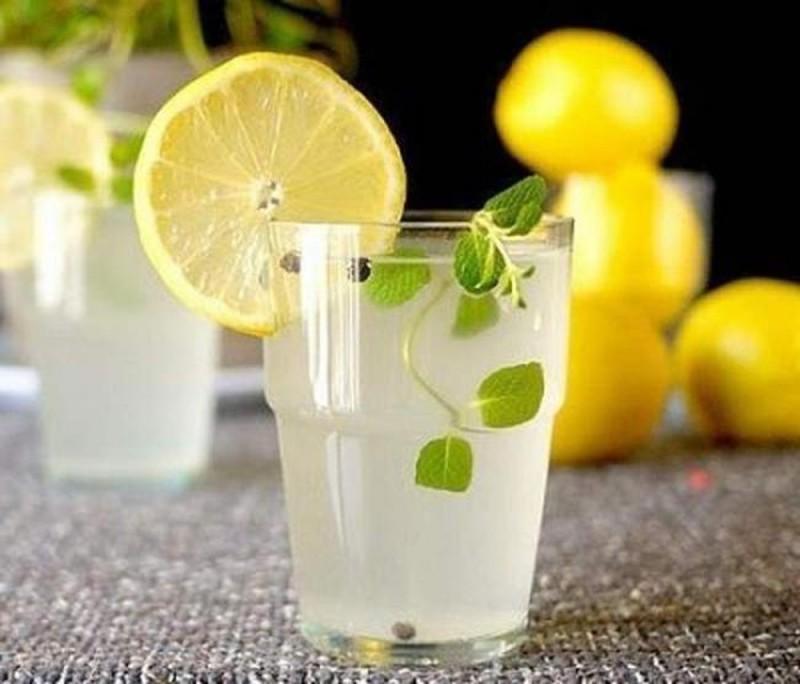4. uống chanh pha loãng để giảm cân